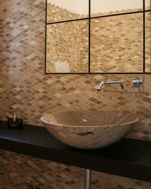 Badezimmer mit Marmormosaik