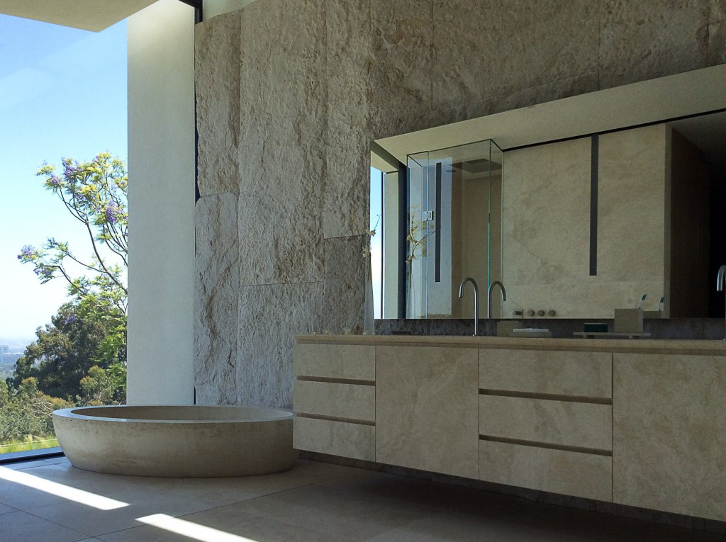 lorraine-letendre-bagno-bathroom-travertine-los-angeles-villa
