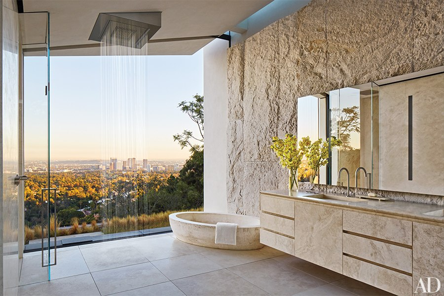 michael-bay-los-angeles-villa-suite-bathroom-bagno-travertine-pietra-di-rapolano