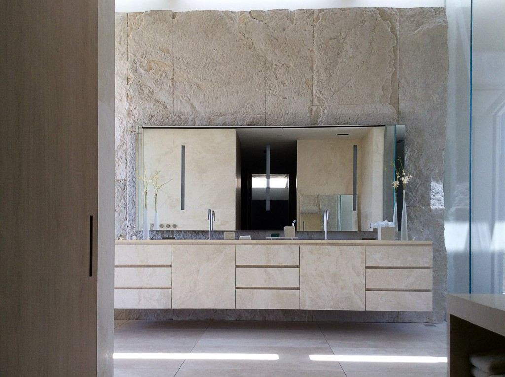 travertine-bathroom-villa-los-angeles-rios-clementi-project-lorraine-letendre