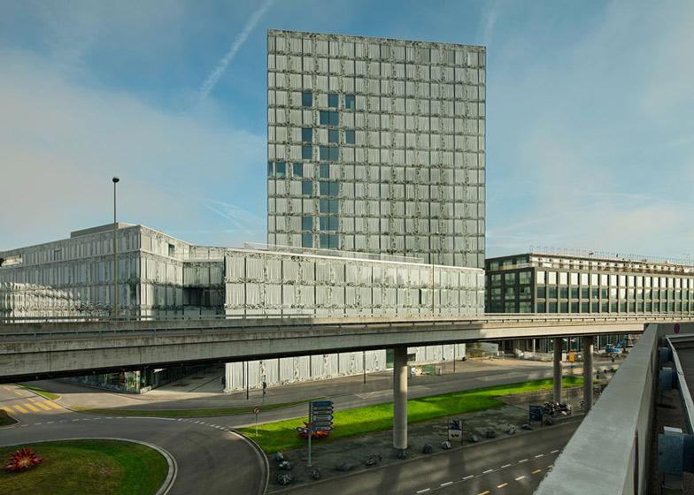 Allianz-Headquarters-marmo-onice-vetro-facciata-Mies-