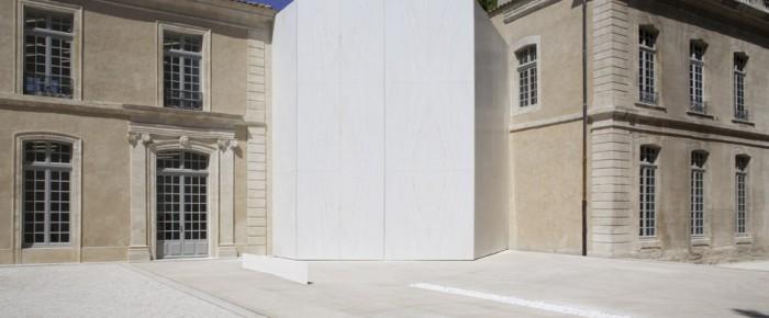 Struktur aus weißem Marmor für die Kollektion Yvon Lambert