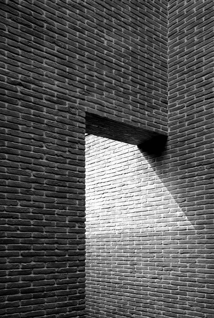 Zonhoven-vincent-van-duysen-esterni-mattoni-pietra--691x1024