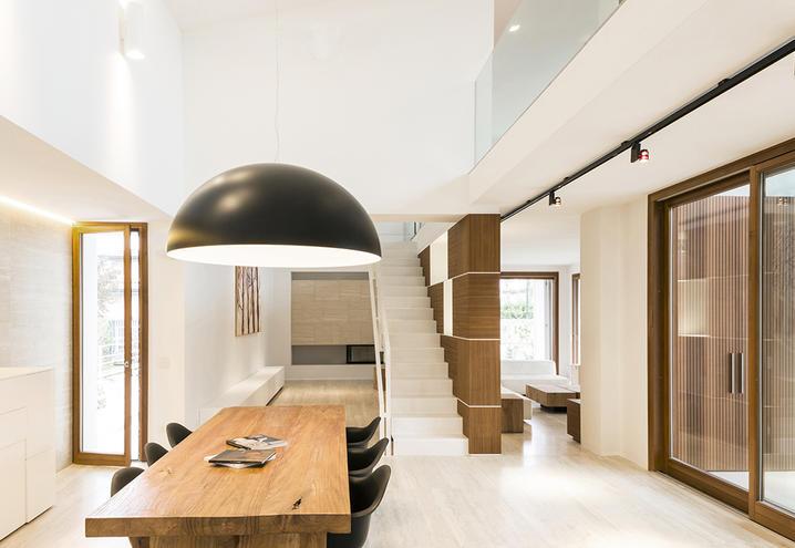 Villa mit natürlichen Materialien, Innenräume, Küche