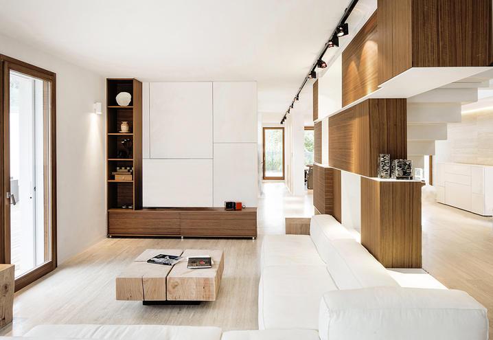 Wohnzimmer mit Travertin Etagen, ein festes Haus von Marmor, innen