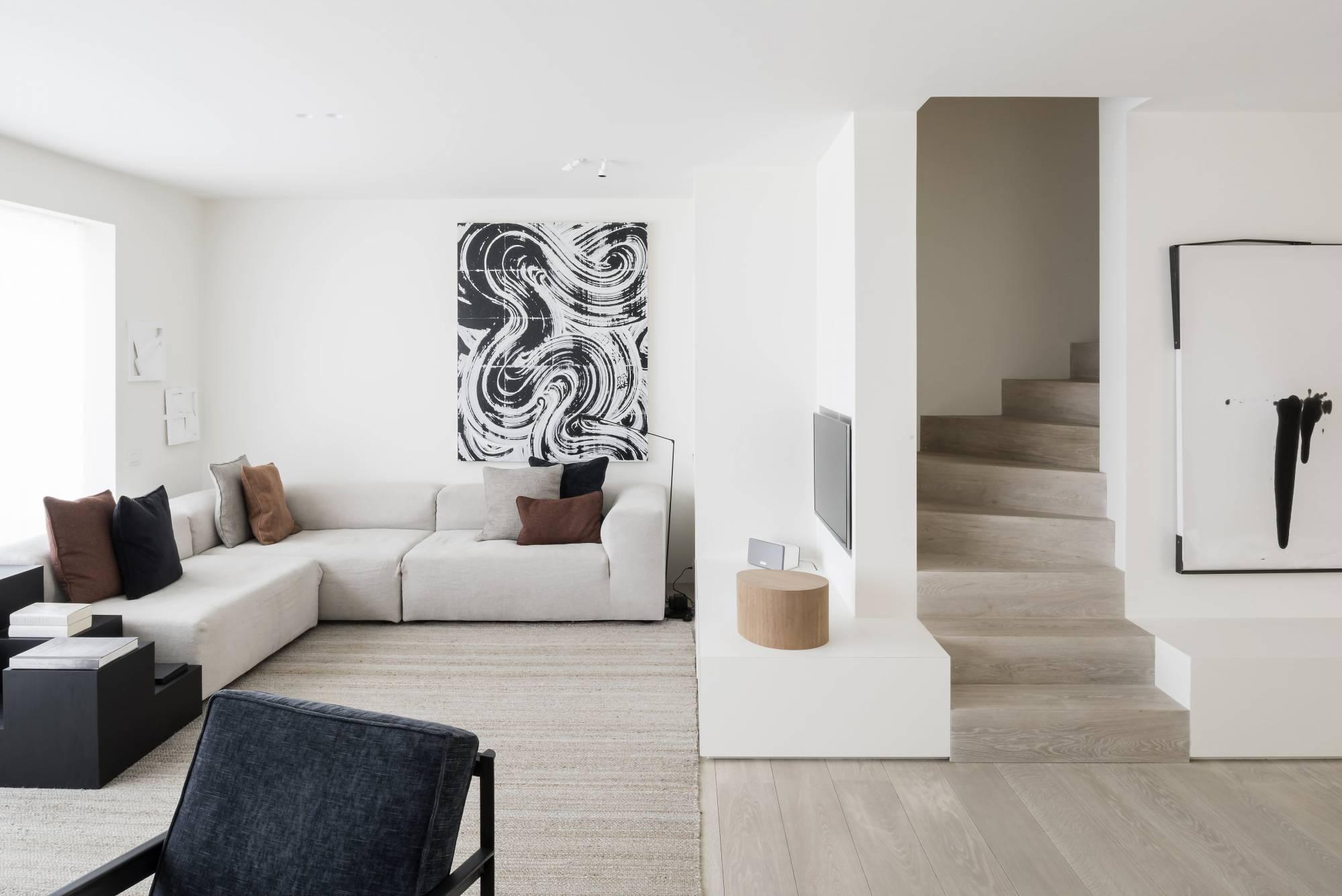 appartement von vincent van duysen im minimalstil toskana naturstein. Black Bedroom Furniture Sets. Home Design Ideas