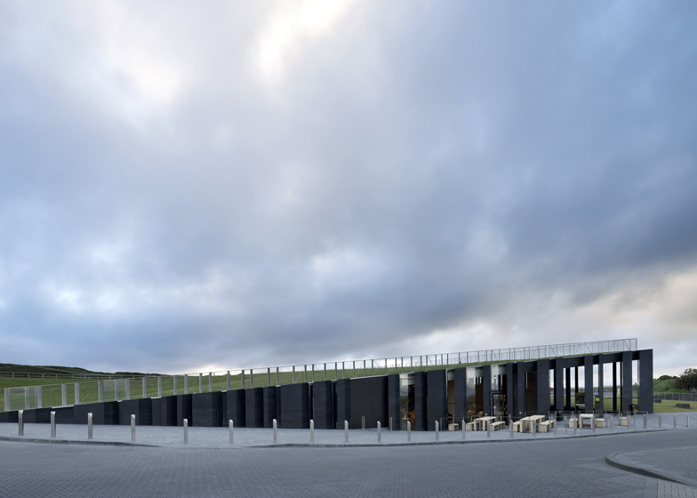 giants-causeway-visitors-centre-heneghan-peng-architects