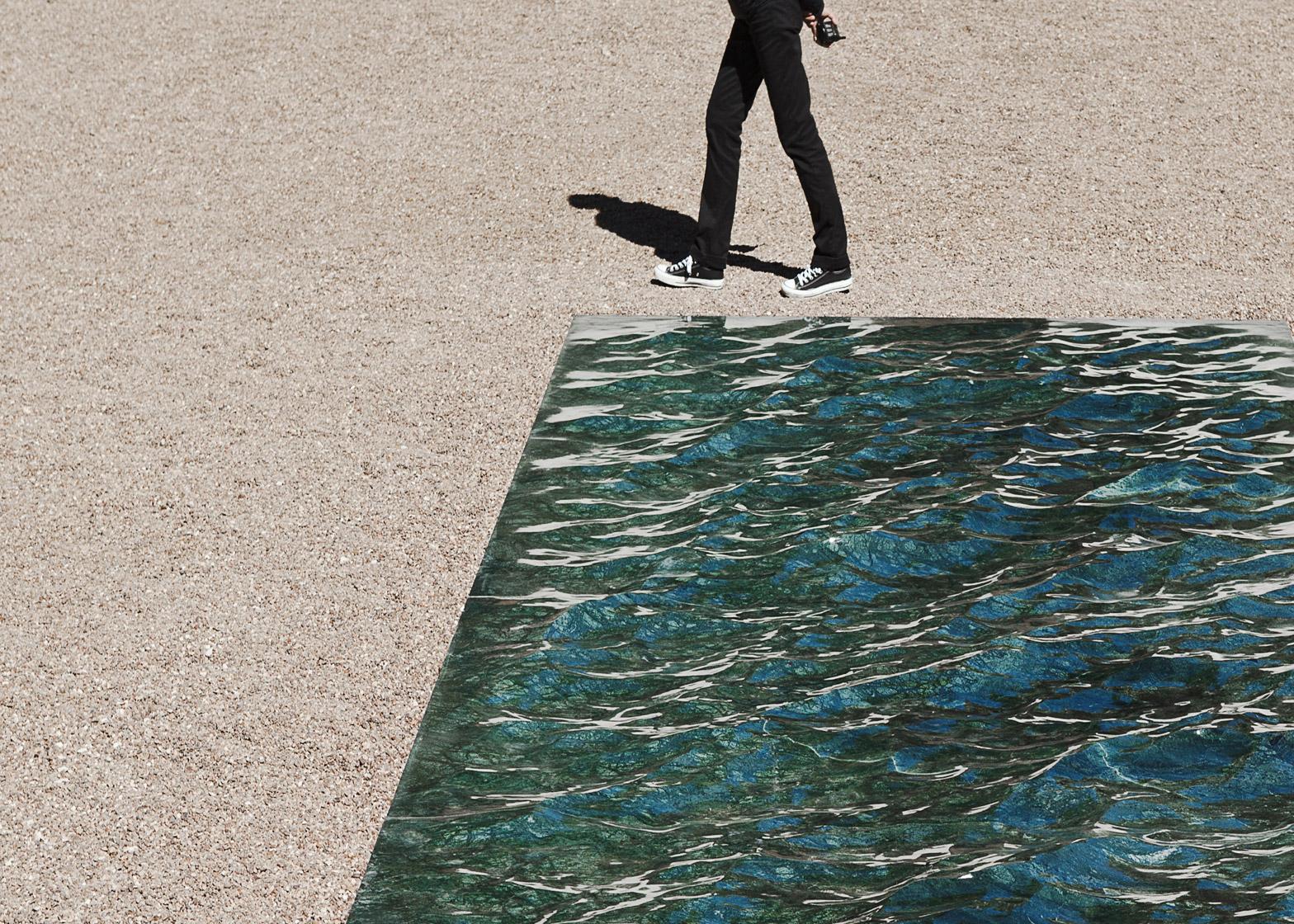 Swimming-Pool aus Marmor mathieu lehanneur
