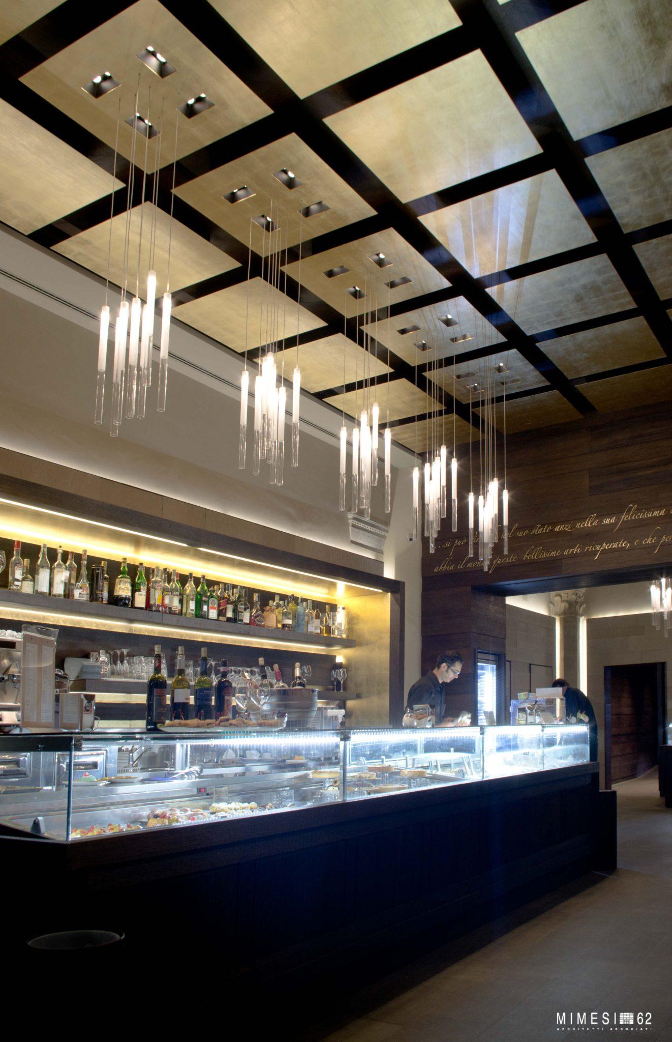 Café in Florenz mit Steinmauer travertin