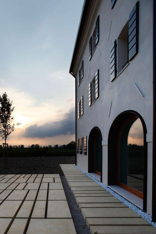 renoviertes Landhaus mit Travertin Etagen