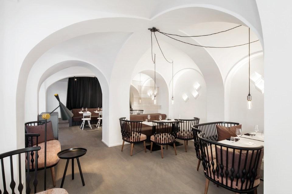 minimalistische Architektur mit Zeiten