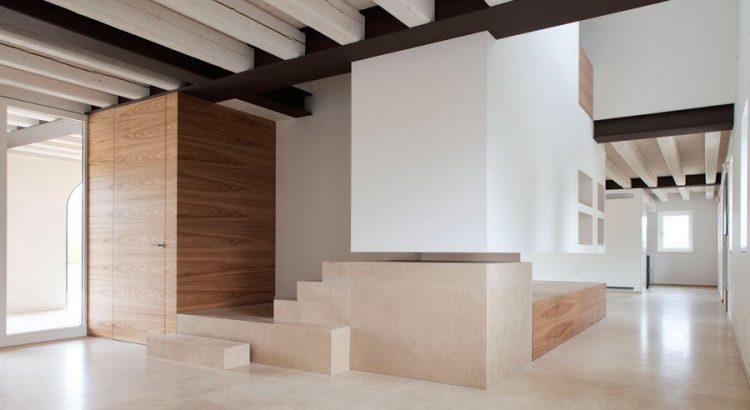 bleiben und Landhaus Interieur mit Steinböden
