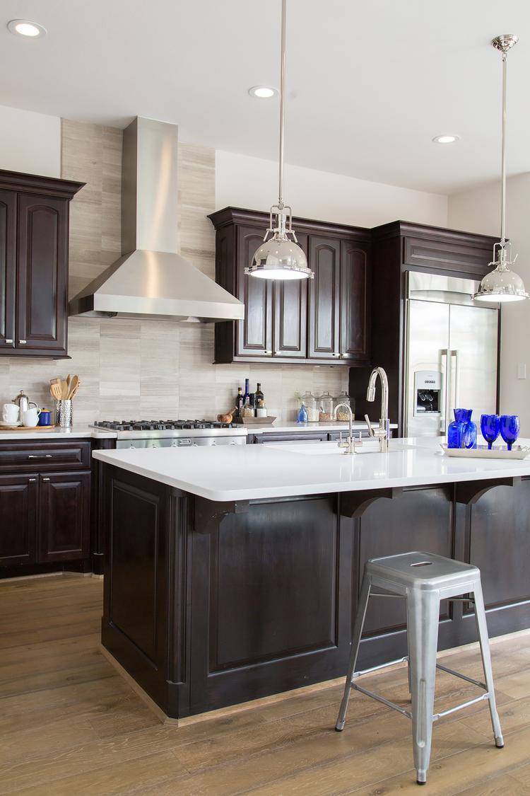 moderne wohnungssanierung mit marmoriertem travertin toskana naturstein. Black Bedroom Furniture Sets. Home Design Ideas